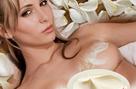 Догляд за грудьми та декольте