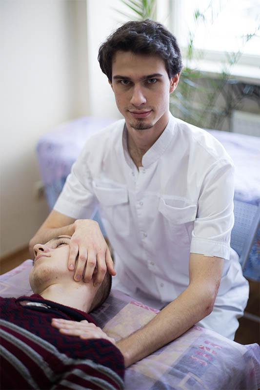 Когда нужна помощь мануального терапевта