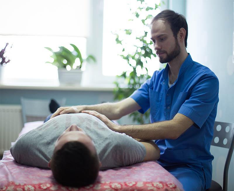 Як проходить прийом остеопата